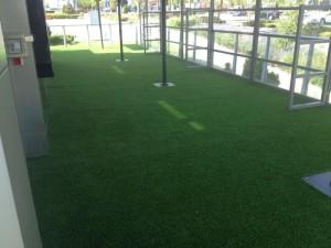 cesped-artificial-terraza-restaurante-3