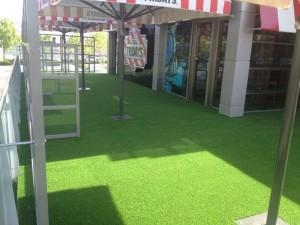 cesped-artificial-terraza-restaurante-5