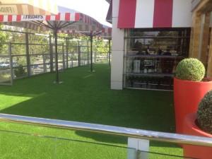 cesped-artificial-terraza-restaurante-7