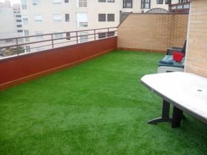 decoracin con csped artificial de terraza en montecarmelo madrid
