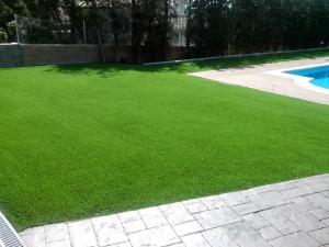 cesped-artificial-jardin-chalet-10
