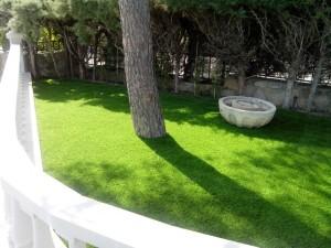 cesped-artificial-jardin-chalet-11