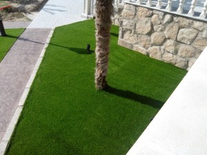 cesped-artificial-jardin-chalet-3