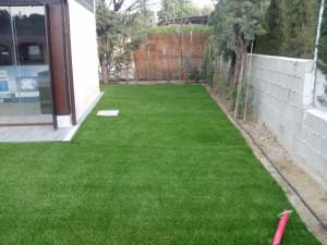 cesped-artificial-jardin-chalet-6