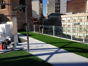 cesped-artificial-terraza-gymage-2